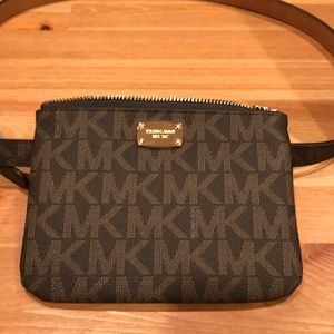 CCO 🔥Michael Kors Monogram Fanny Pack/Belt bag